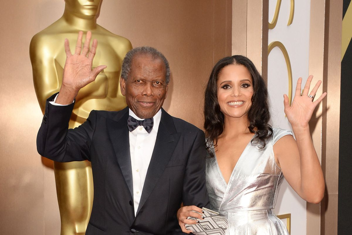 Sidney Poitier with daughter Sydney Tamiia Poitier at the awards. Image via Getty.