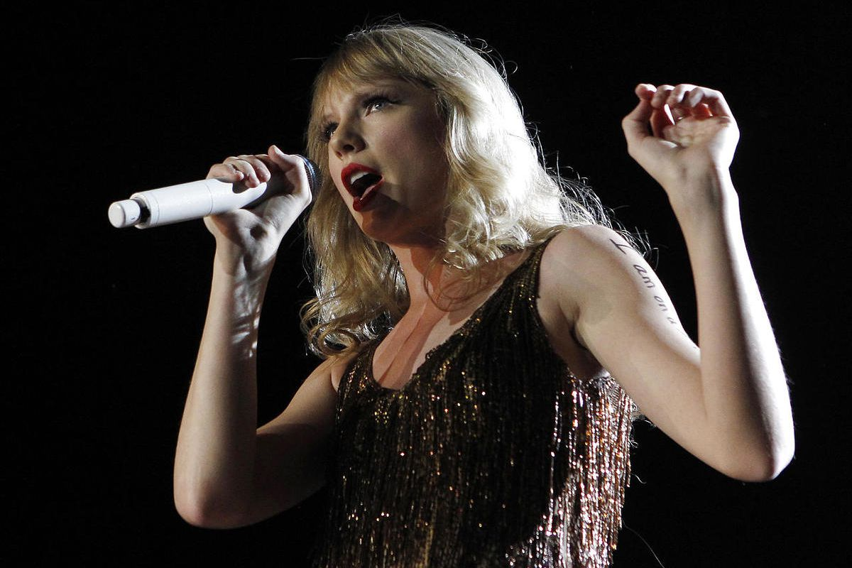 Taylor Swift agreed to go on a date with 18-year-old Kevin McGuire, who has cancer.