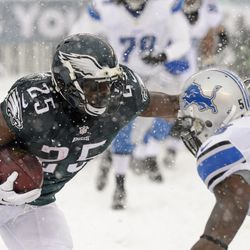 LeSean McCoy of the Eagles runs with the ball