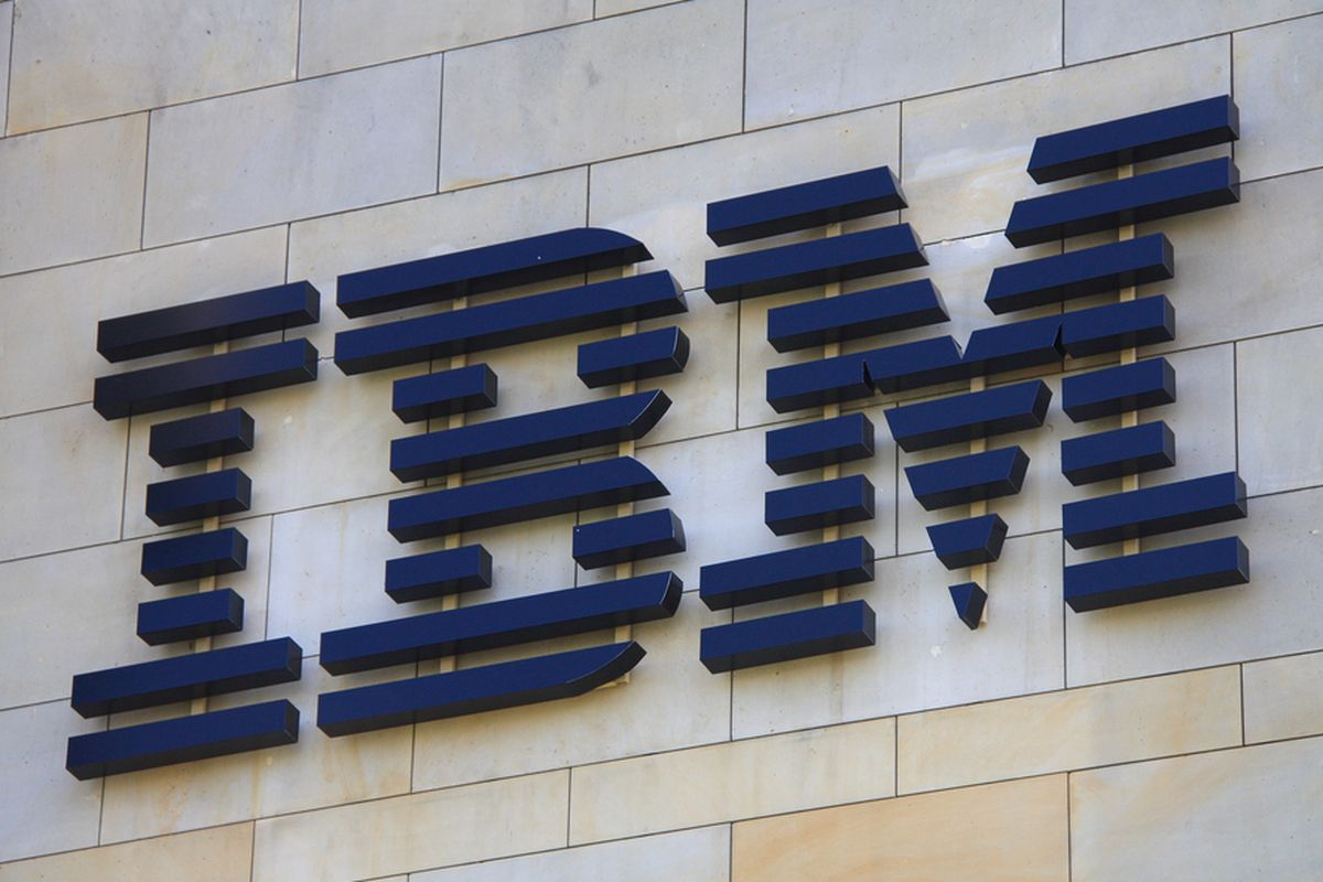 IBM Falls on Weak 2016 Outlook Despite Beating Q4 Expectations