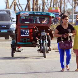 People make their way to the airport in Tacloban, Tuesday, Nov. 19, 2013.