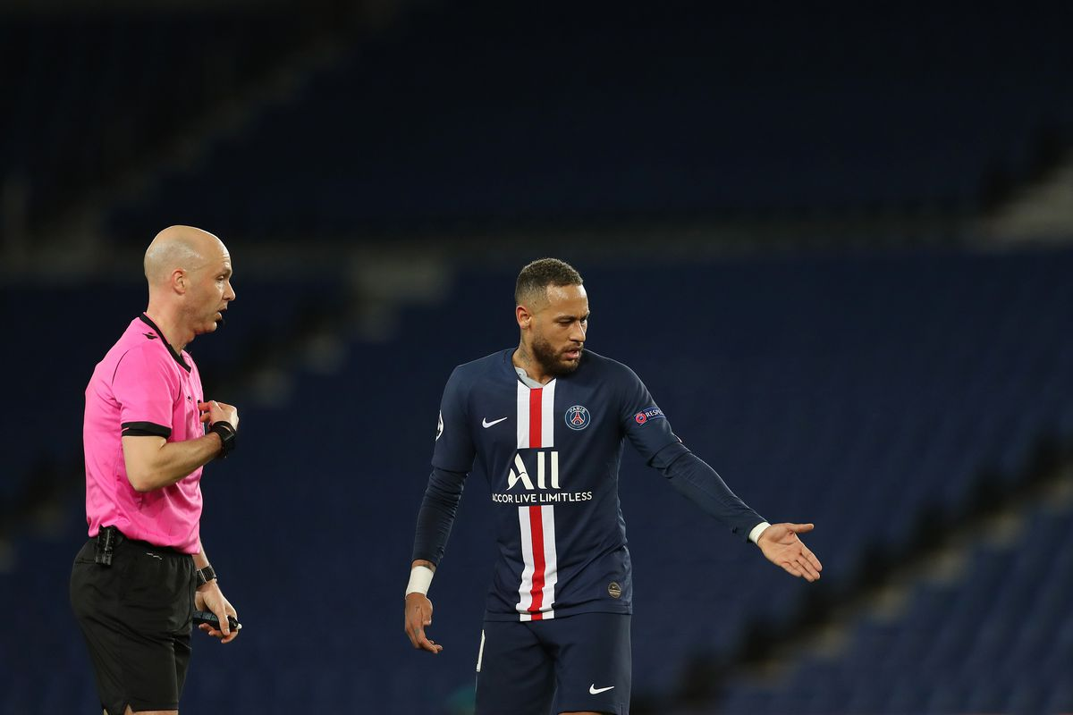 Referee Anthony Taylor speaks to Neymar of Paris Saint-Germain during the UEFA Champions League round of 16 second leg match between Paris Saint-Germain and Borussia Dortmund at Parc des Princes on March 11, 2020 in Paris, France. The match is played behind closed doors as a precaution against the spread of COVID-19 (Coronavirus).