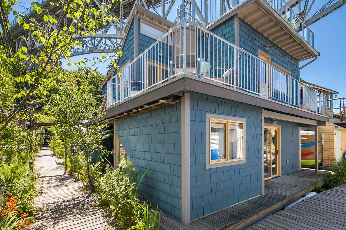 This Lake Union floating home has layers of rooftop decks - Curbed ...