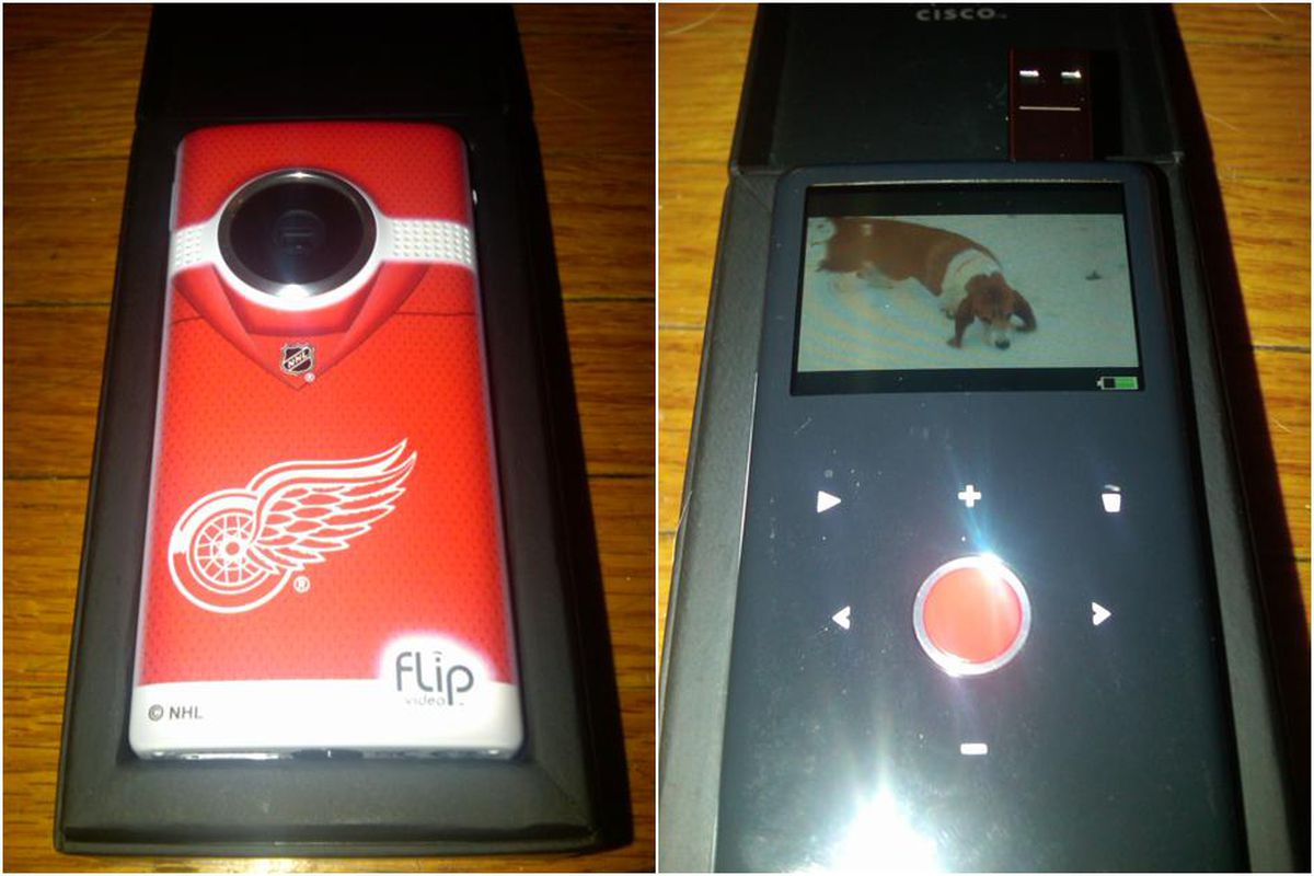 Flip MinoHD front with Red Wings logo and the user interface.