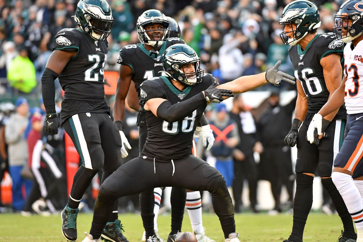 Philadelphia Eagles tight end Dallas Goedert signals for a first down late in the fourth quarter against the Chicago Bears at Lincoln Financial Field.