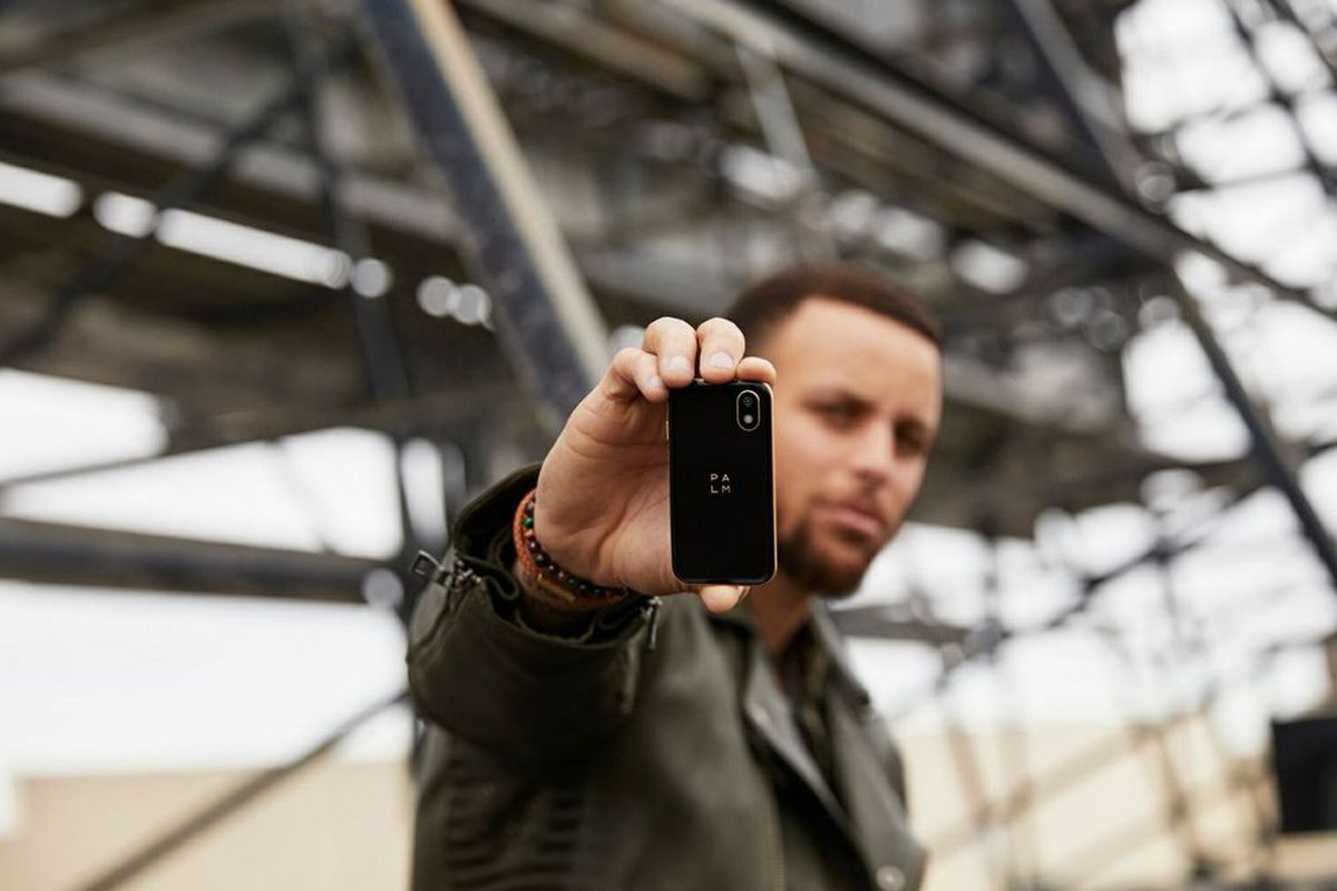online store 022e5 5702a Steph Curry's tiny Palm phone is the latest anti-tech ...