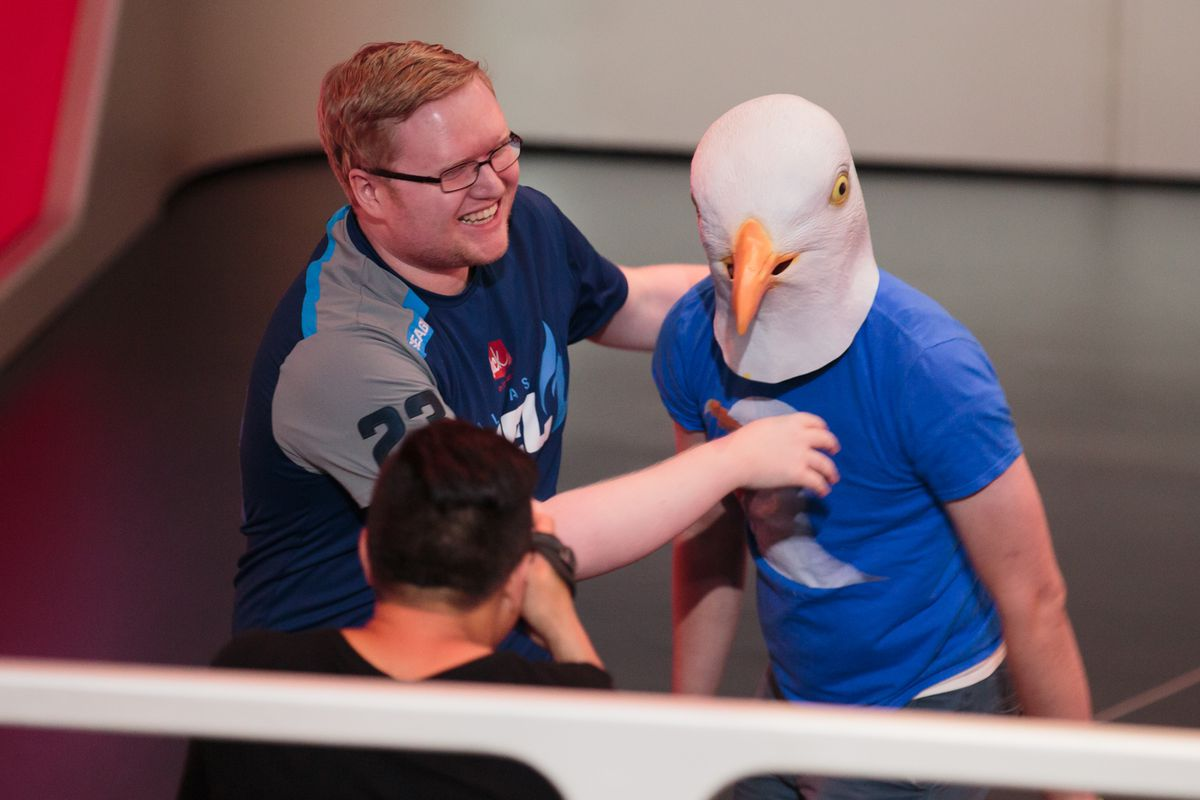 """Overwatch League - Brandon """"Seagull"""" Larned poses with a fan dressed as a seagull"""