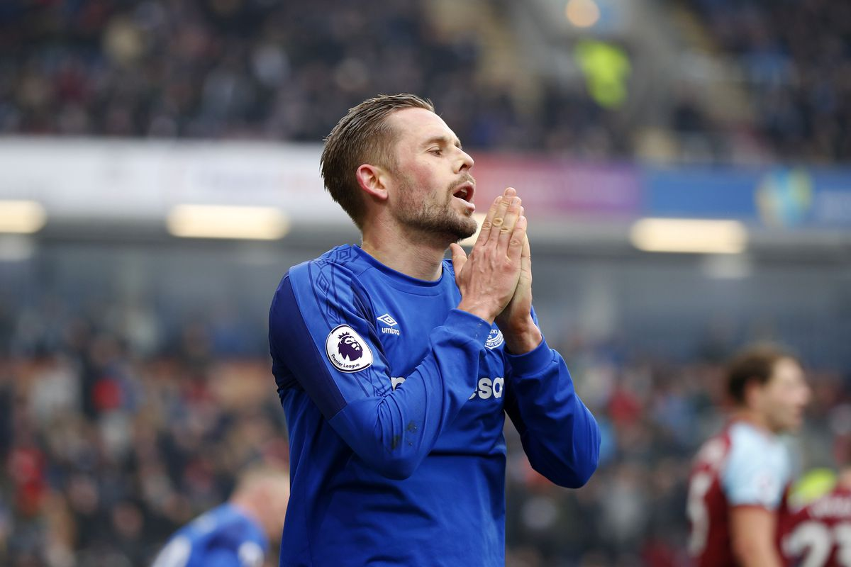 Sigurdsson still has World Cup chance despite knee injury