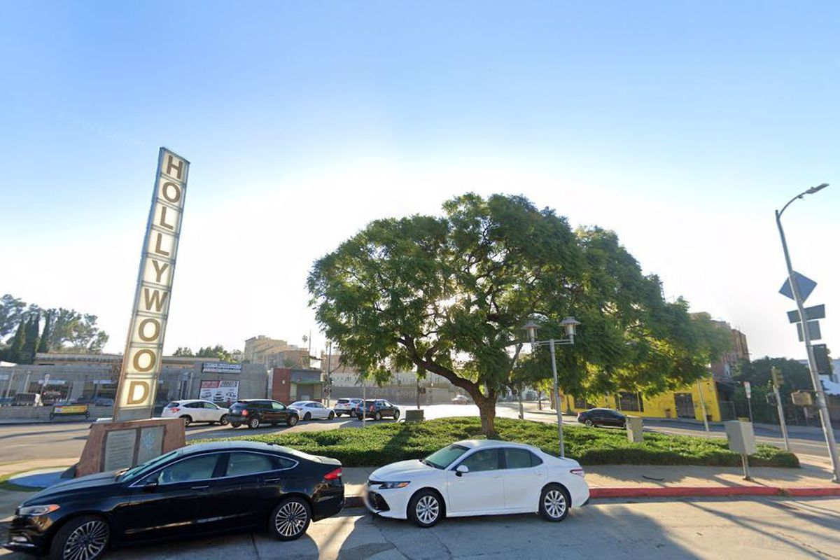 Median at 1900 Wilcox in Hollywood