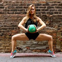 """<a href=""""http://chicago.racked.com/archives/2014/08/20/hottest-trainer-contestant-8-holly-keskey.php"""">Holly Keskey</a>"""