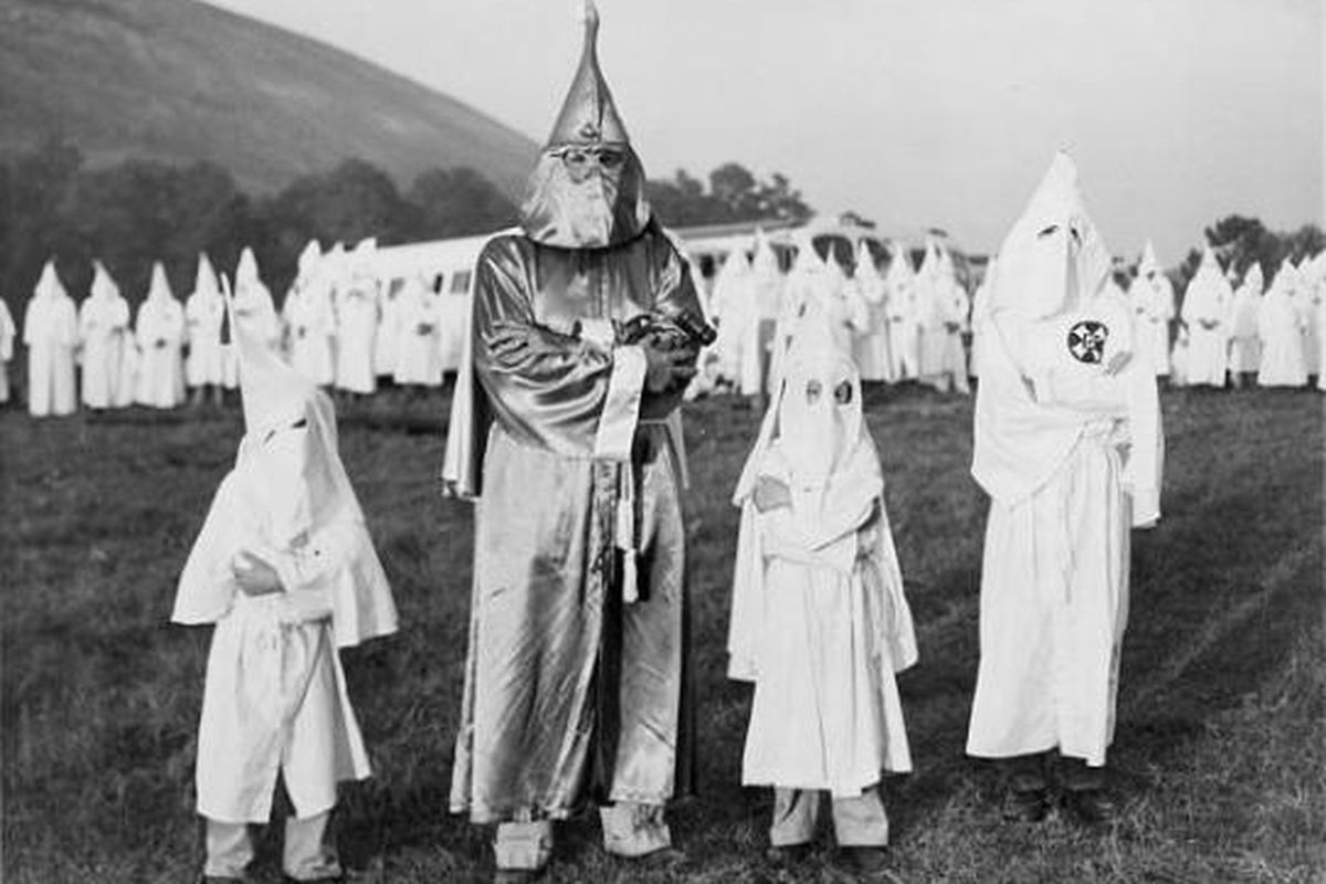 ku klux klan past and present essay Foreign policy essay  she focuses on the notorious ku klux klan, perhaps the  worst group america has  the united states, over the last 150 years the kkk  has managed to morph its structure and ideology to stay relevant.