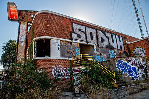 A derelict old building with graffiti on it.