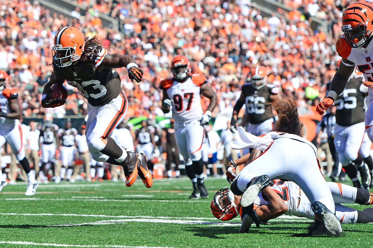 Sep 16, 2012; Cincinnati, OH, USA; Cleveland Browns running back Trent Richardson (33) runs the ball for a touchdown in the third quarter against the Cincinnati Bengals at Paul Brown Stadium. Mandatory Credit: Andrew Weber-US Presswire