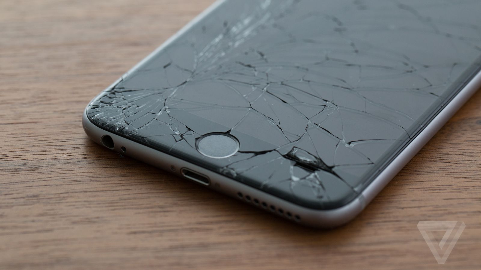 Apple Quietly Made It Cheaper To Replace A Cracked Iphone