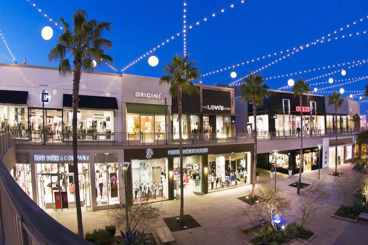 Photo: Del Amo Fashion Center