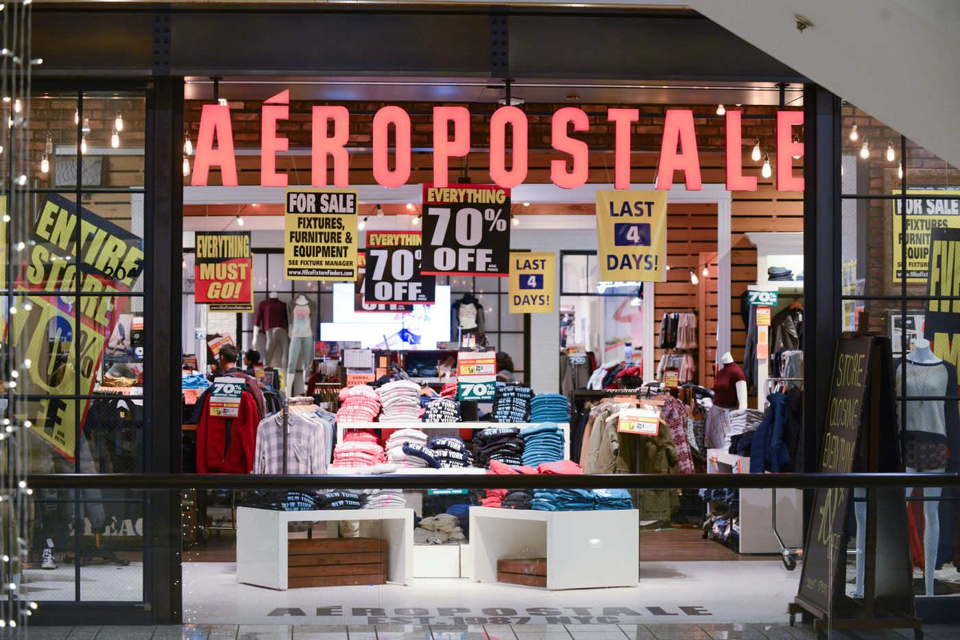 College football team apparel deals: Remember Aeropostale