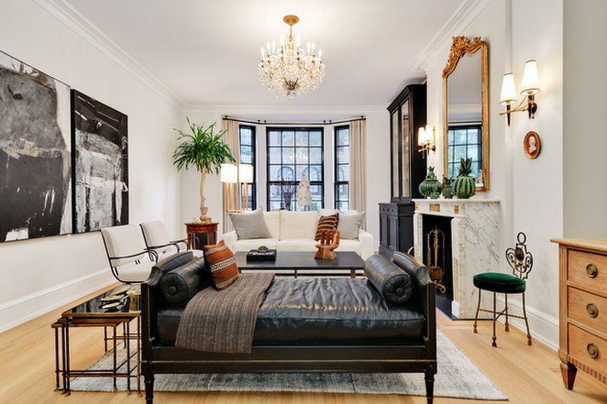 Interior designer lauren buxbaum gordon seeks 3 5m for for Interior design chicago