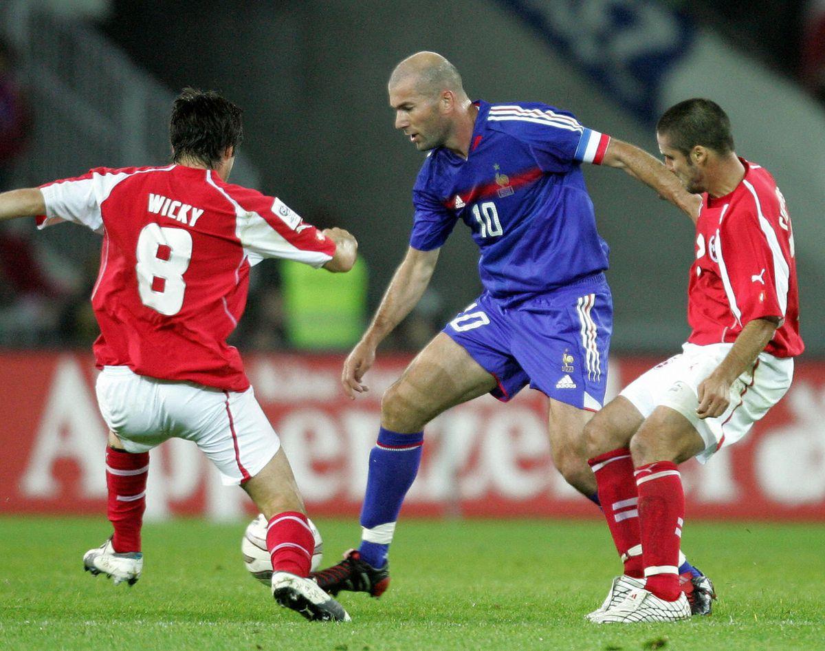 France's Zinedine Zidane (C) and Switzer