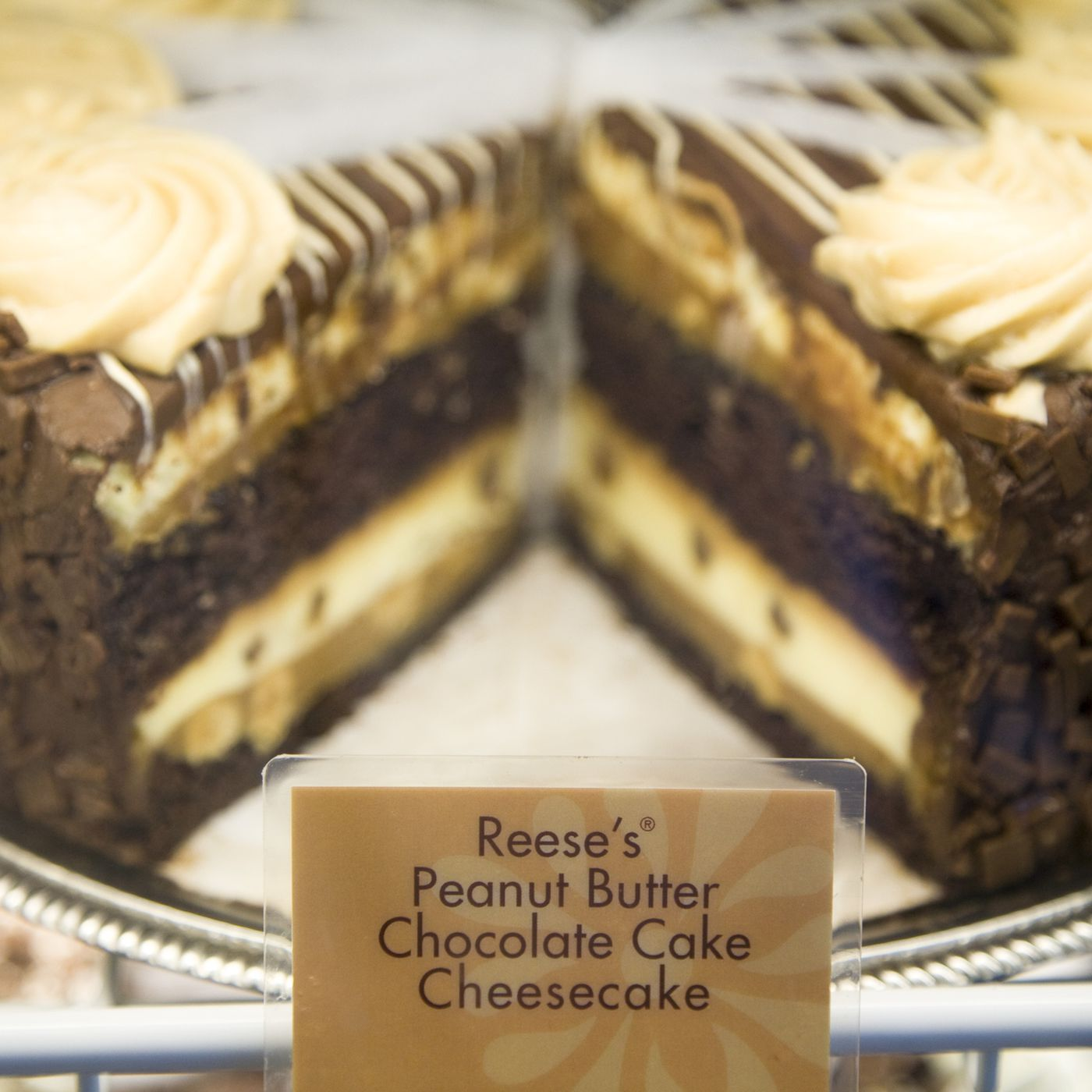Two Cheesecake Factory Meals With More Calories Than You Should Eat In An Entire Day Vox