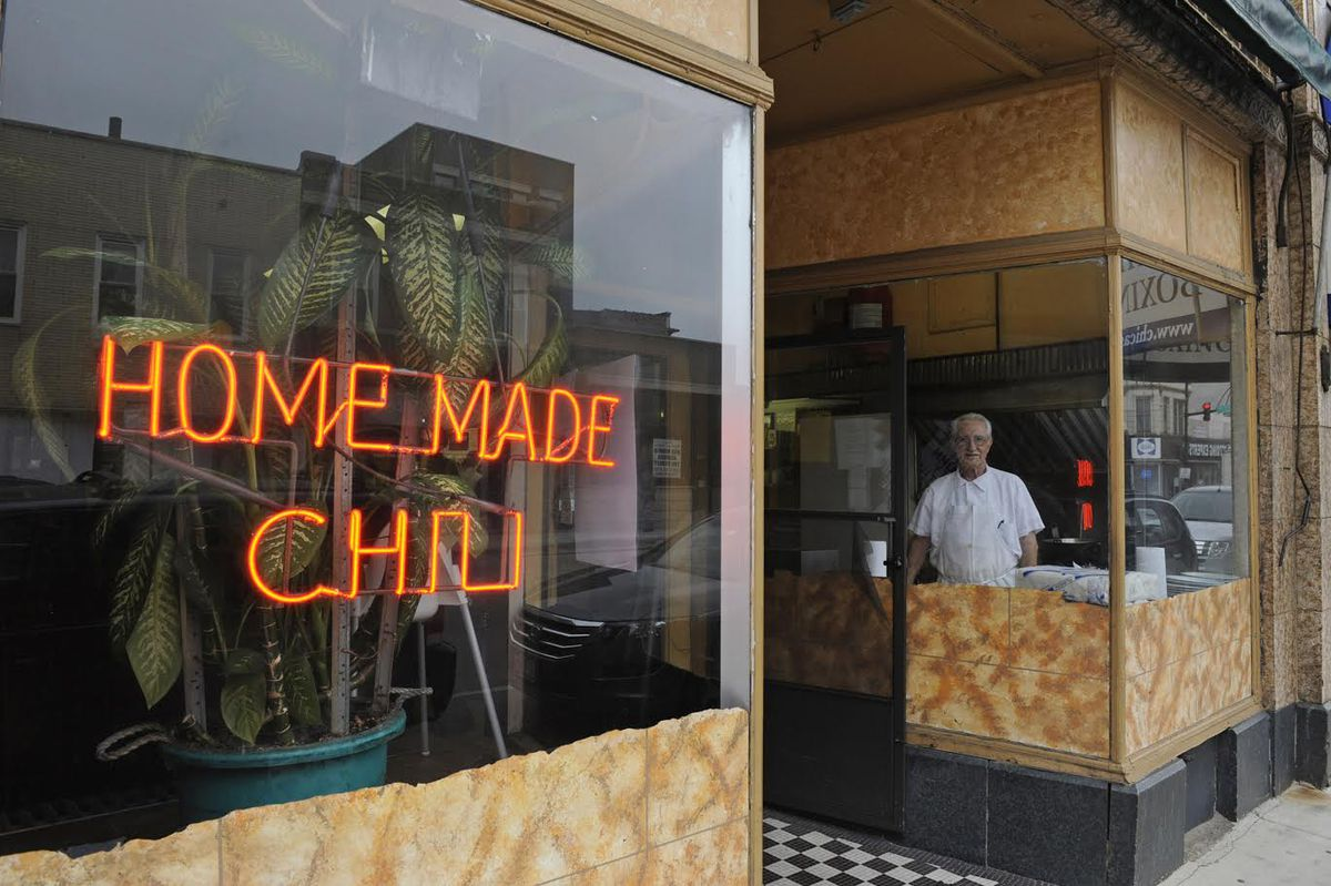 Tony Dinos Dead At 77 Famed For Chili At Bridgeport S Ramova Grill Chicago Sun Times