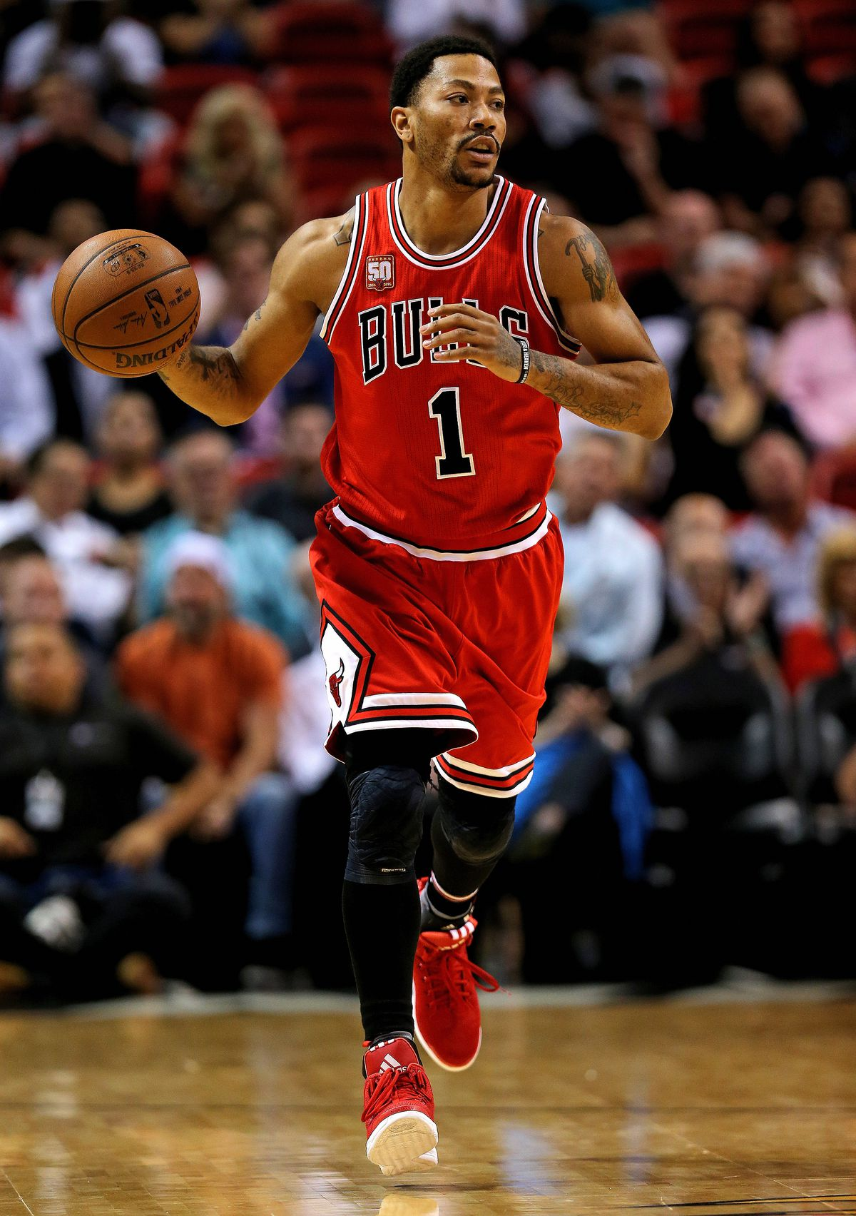 21f4d878e7b6 Derrick Rose drives to the basket during a game against the Miami Heat at  American Airlines