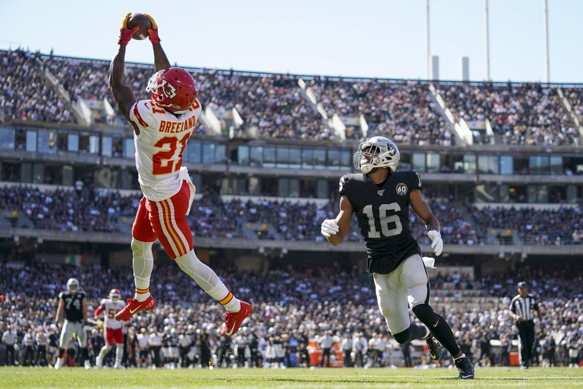 The Kansas City Chiefs defense adjusted to shut down the Raiders