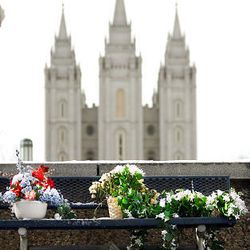 Flowers and notes have been placed on the walk near LDS Church President Gordon B. Hinckley's downtown Salt Lake apartment. President Hinckley died on Sunday.