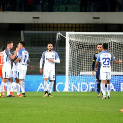Internazionale players celebrate victory after the Serie A match between Hellas Verona FC and FC Internazionale at Stadio Marc'Antonio Bentegodi on October 30, 2017 in Verona, Italy.