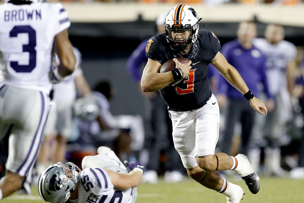 Oklahoma State's Spencer Sanders (3) runs the ball against Kansas State's Cody Fletcher (55) in the fourth quarter at Boone Pickens Stadium.
