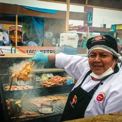 A vendor at Mistura and her anticuchos