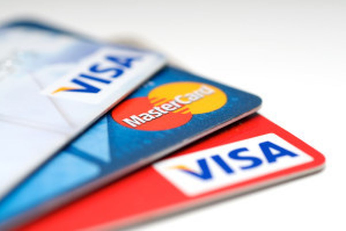 Smith's Food and Drug Stores will allow customers to use Visa credit cards again immediately.