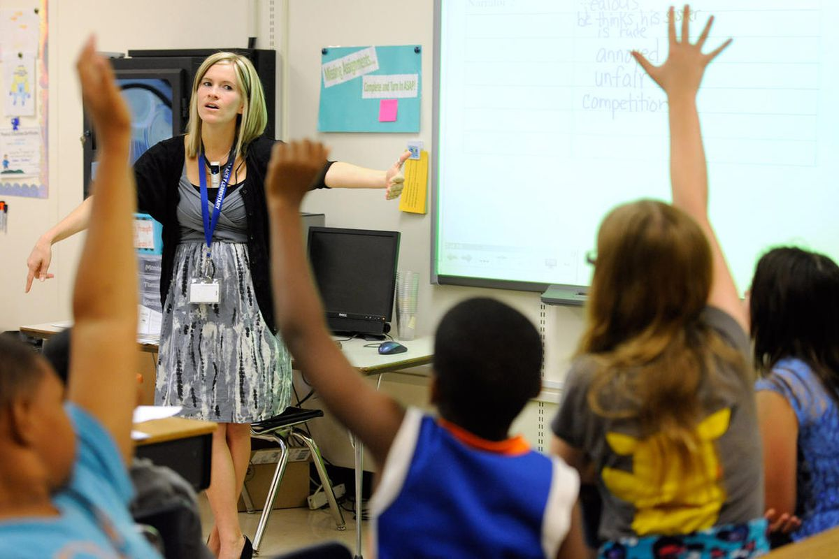 Amy Lawson, a fifth-grade teacher at Silver Lake Elementary School in Middletown, Del., teaches an English language arts lesson Tuesday, Oct. 1, 2013.