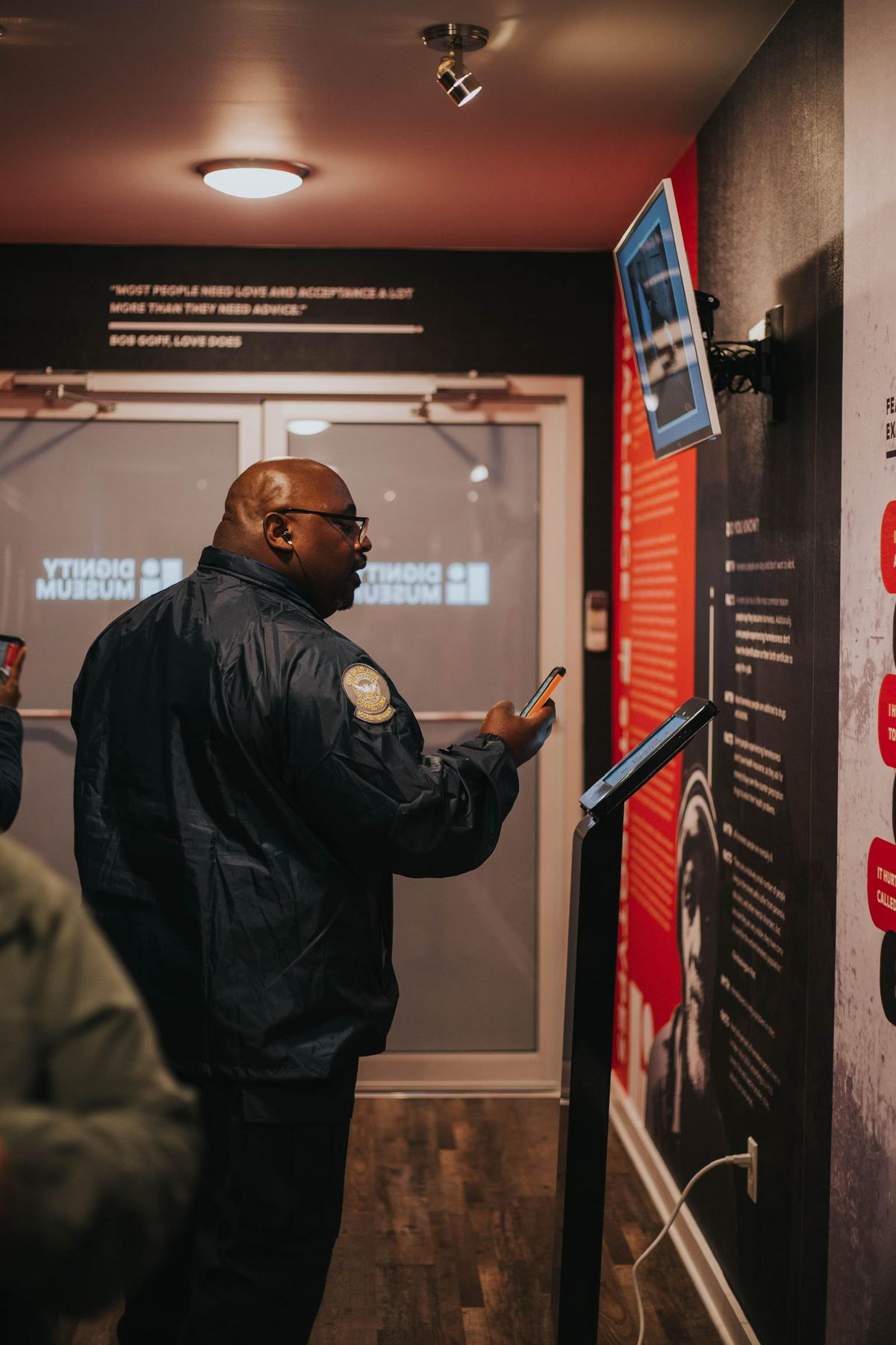 An Atlanta police officer uses the phone app to learn about homelessness.