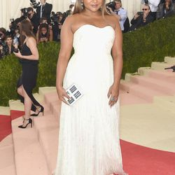 Mindy Kaling wears a Tory Burch gown.