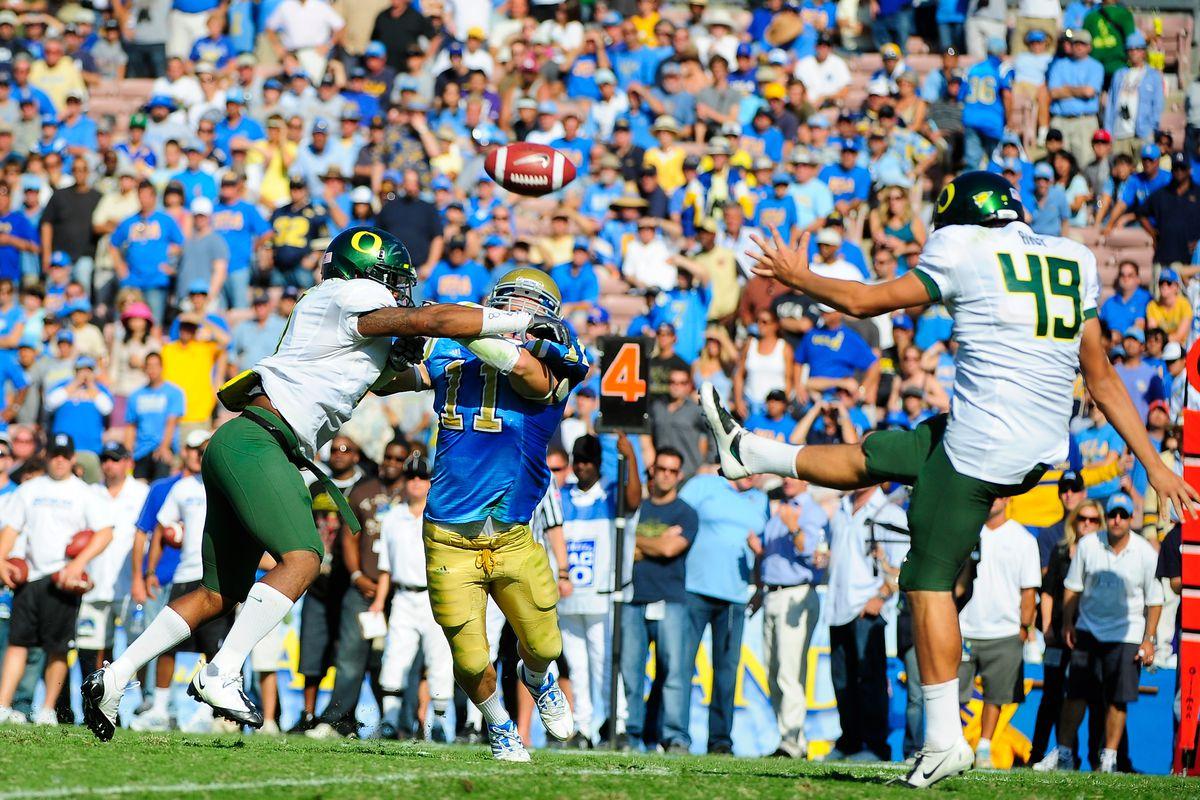 Football - NCAA - Oregon vs. UCLA