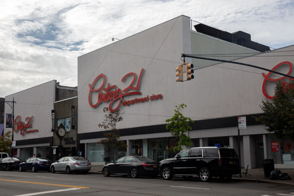 Century 21 in Bay Ridge was one of the locations set to close after the company filed bankruptcy, Sept. 10, 2020.