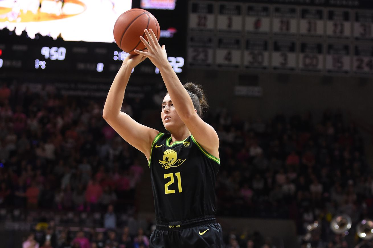 COLLEGE BASKETBALL: FEB 03 Women's Oregon at UConn