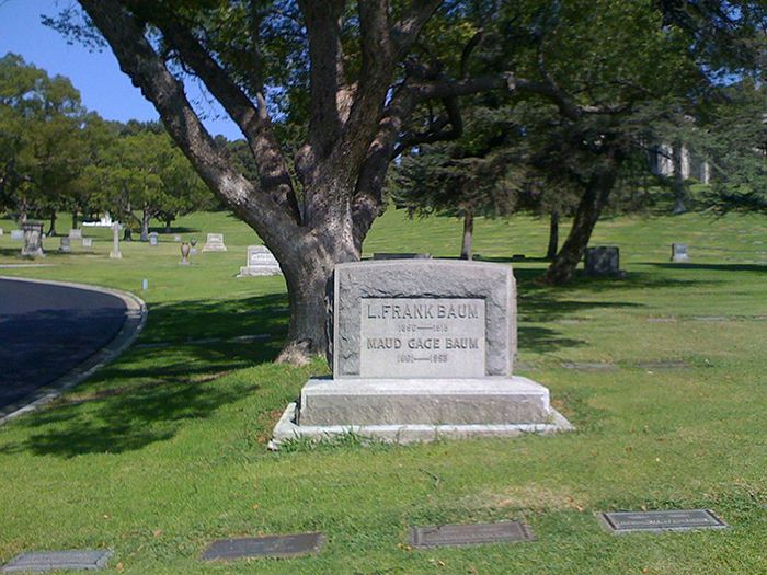 Mapping the Stars at LA\'s Famous Forest Lawn Memorial Park