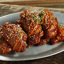 Crispy chicken wings at Still