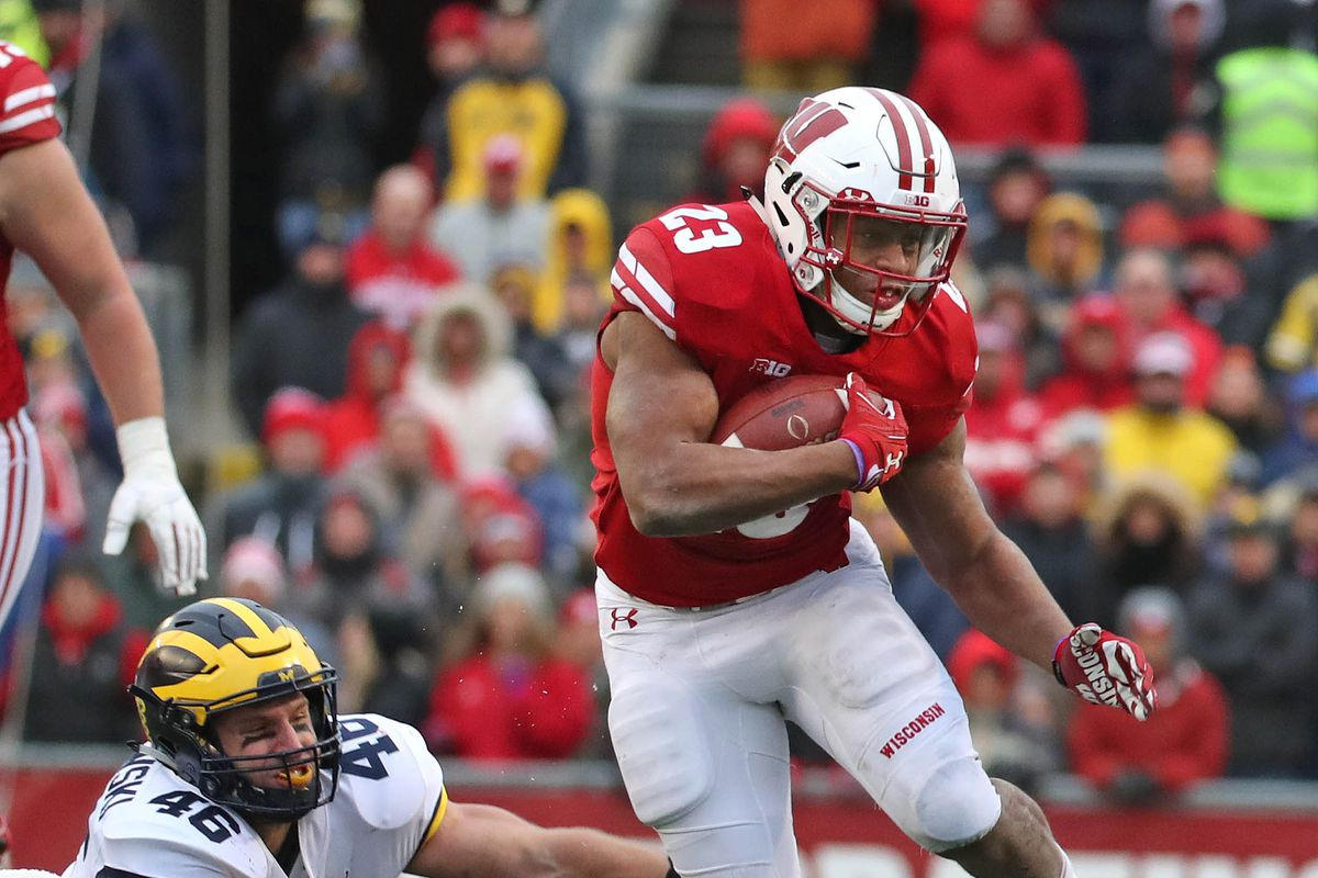 Wisconsin rolls over Minnesota to cap off historic undefeated season