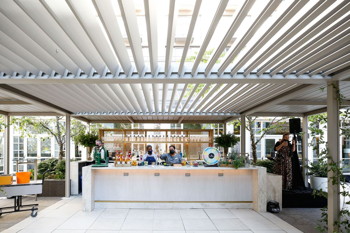A covered outdoor bar at the Fairmont hotel serving gin and tonics.