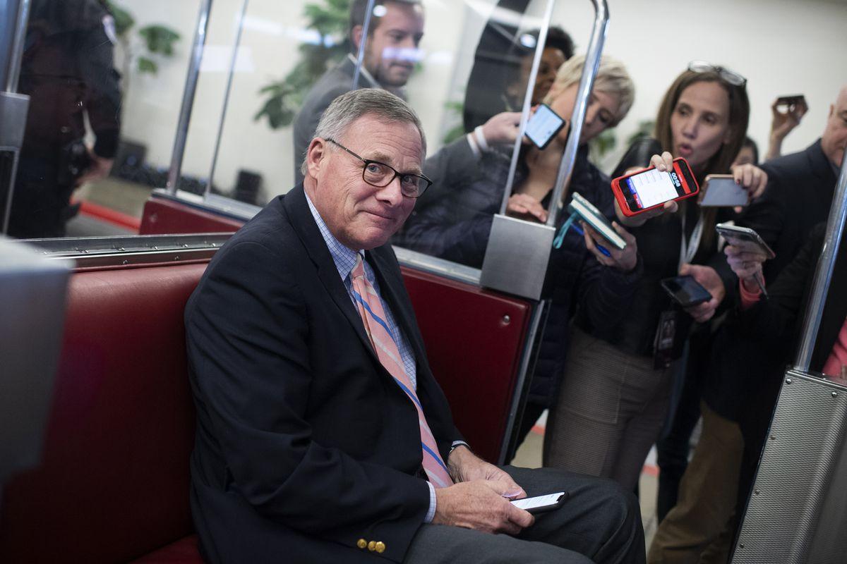 Richard Burr, Kelly Loeffler, other senators sold stock ...