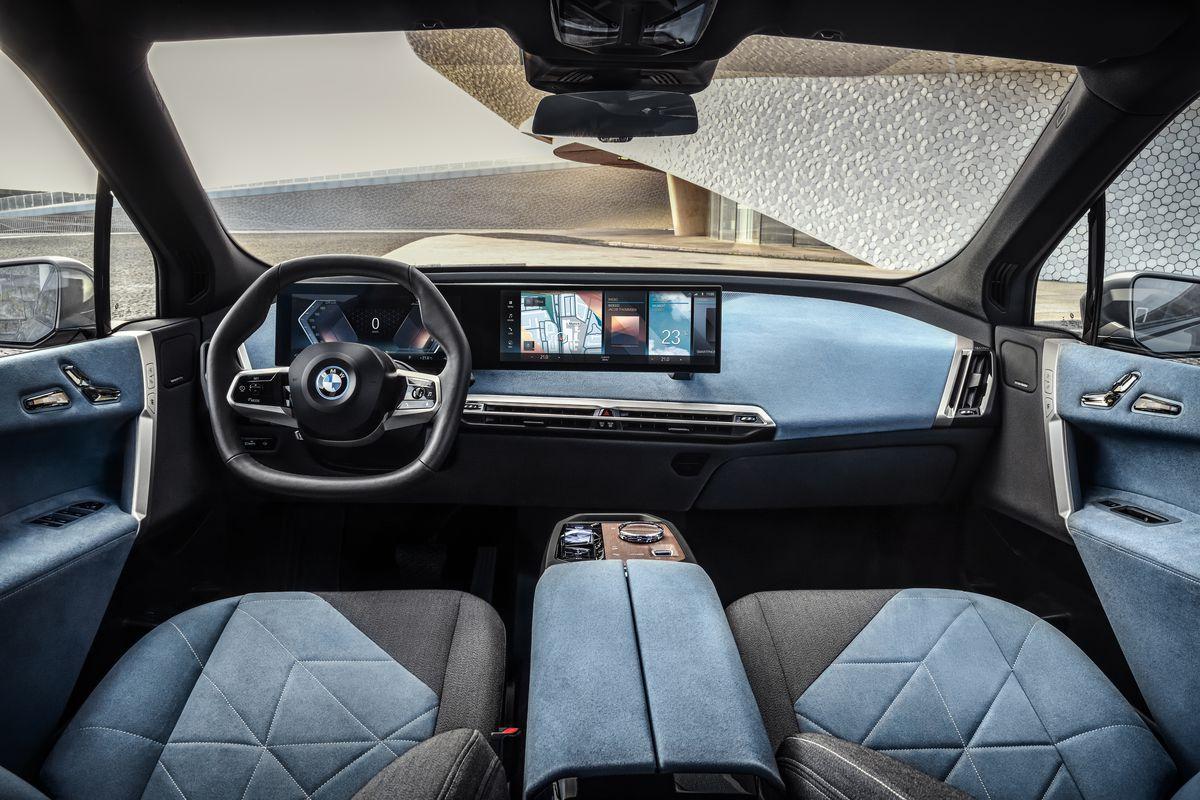 BMW lança seu novo carro-chefe iX SUV elétrico com 300 milhas de alcance 6