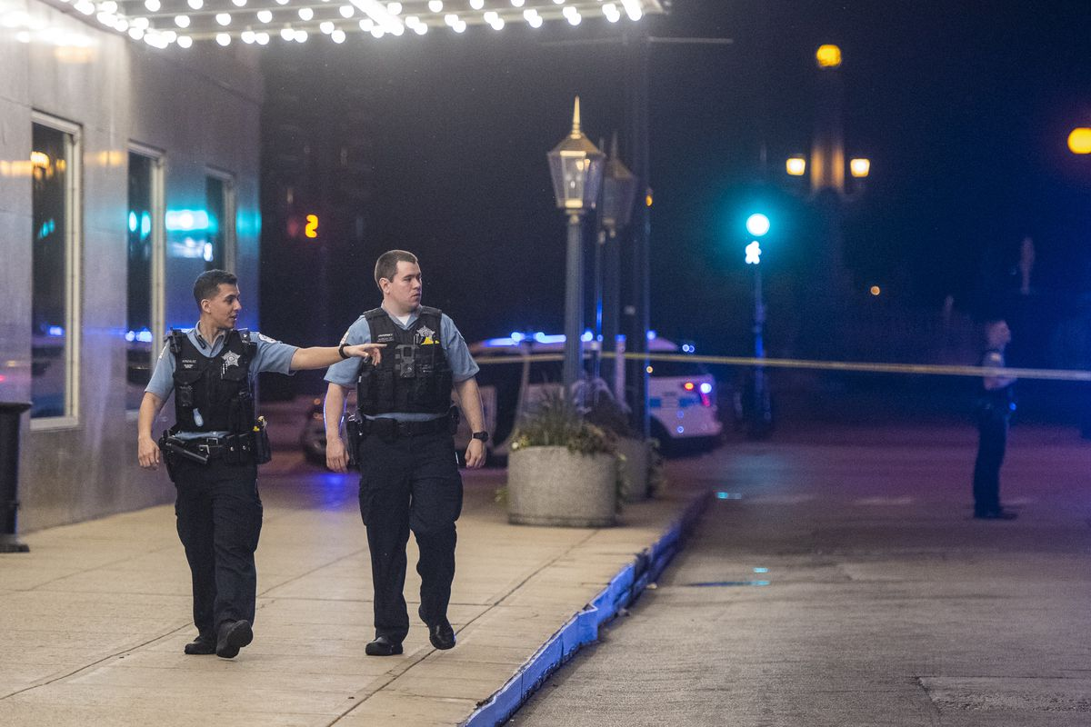 Police investigate a person shot Monday morning in the 800 block of South Michigan Avenue outside of the Chicago Hilton in the Loop.   Tyler LaRiviere/Sun-Times