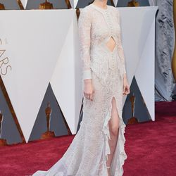 Best Supporting Actress nominee Rooney Mara goes with her standard white-gown-with-a-slit, wearing Givenchy haute couture. Photo: Jason Merritt/Getty Images