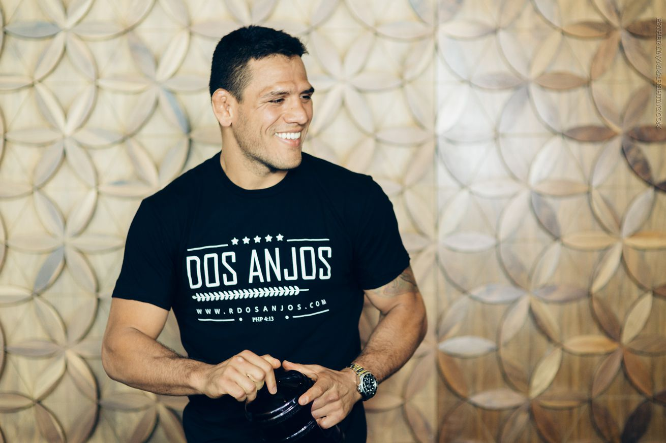 Rafael dos Anjos feels less stressed as a welterweight
