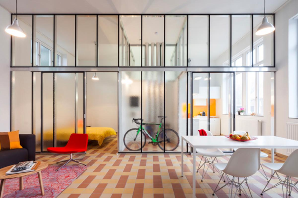 "All photos by <a href=""http://www.tvdv.be/"">Tim Van de Velde</a> via <a href=""http://www.dezeen.com/2015/07/19/lieven-dejaeghere-converted-belgian-school-affordable-rented-apartments-glass-partitions/"">Dezeen</a>."