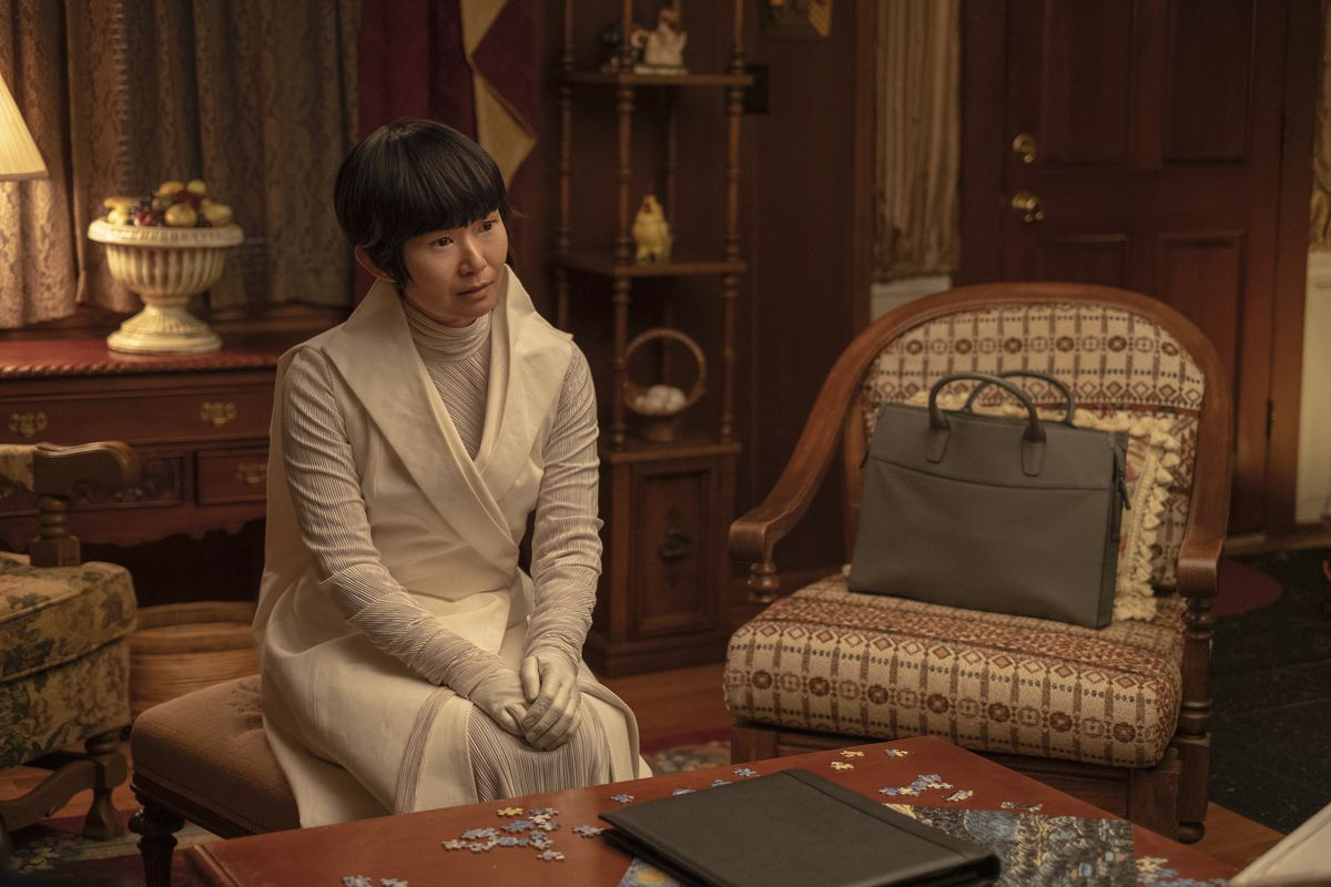 Lady Trieu (Hong Chau) offers to give a couple a cloned kid in Watchmen episode 4