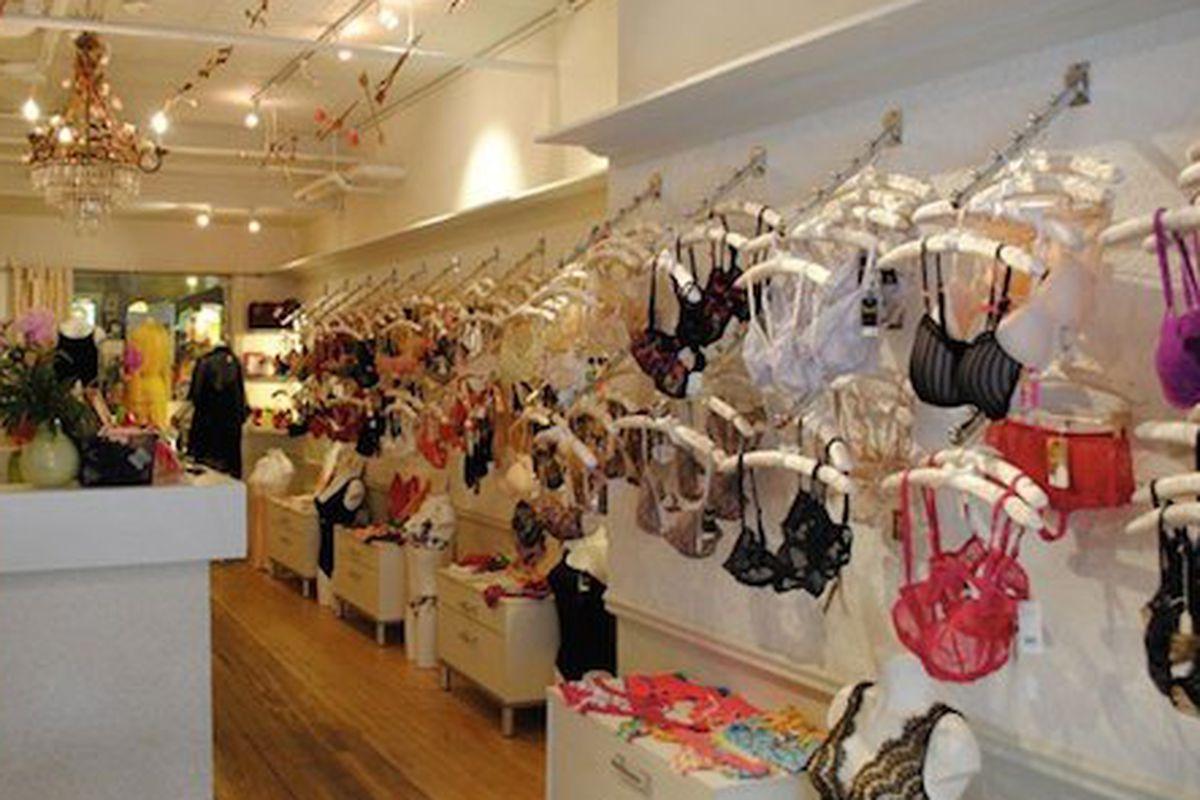 "Image via <a href=""http://www.luckymag.com/shopping/2013/02/how-guys-shop-for-v-day"">Lucky</a> magazine"
