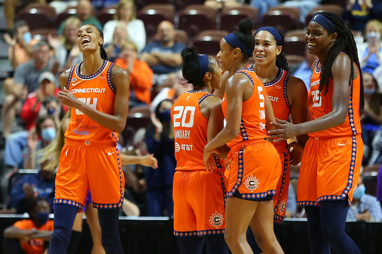 WNBA: AUG 26 Los Angeles Sparks at Connecticut Sun